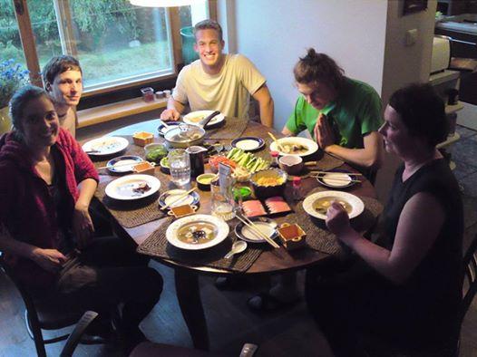 Vito vakarieniauja su mūsų šeima.